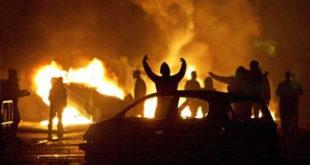 У Француској за Нову годину запаљено више од хиљаду аутомобила 3