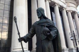 Скопље: Склањају споменик цара Душана