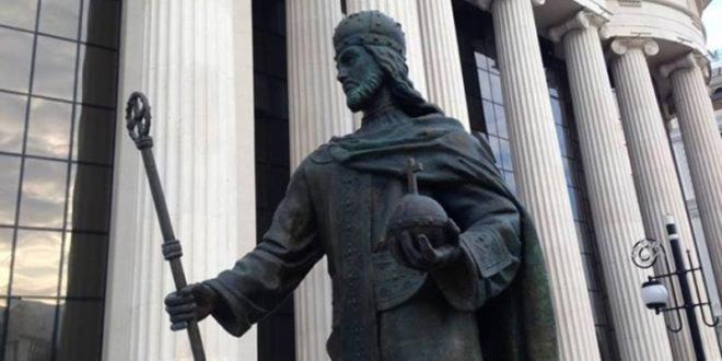 Скопље: Склањају споменик цара Душана 1