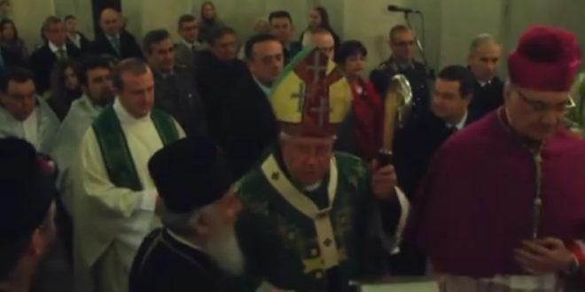 АНАКСИОС!!! Квази патријарх и квази премијер прославили Сретење Господње и дан српске државности на миси у католичкој цркви! (видео)