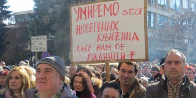 Радници Јумка наставили штрајк и блокирали аутопут 1