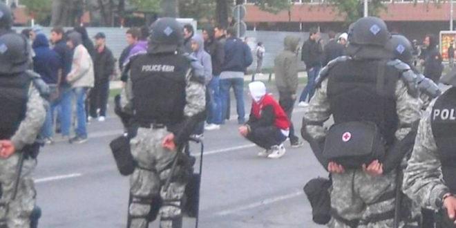 Протести и у Скопљу: У сукобу грађана и полиције четворо повређених 1