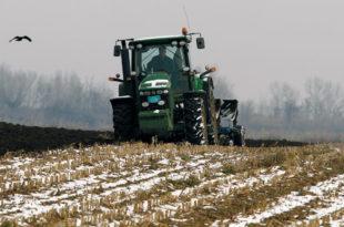 Ратари се жале да се не исплаћују договоре субвенције, због беспарице берба кукуруза касни као и сетва пшенице