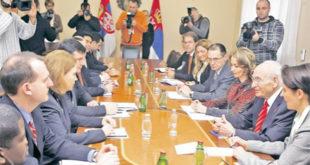 Док Вучић пензионерима по обичају продаје лажи дотле влада у техничком мандату преговара са ММФ-ом о смањењу пензија 5