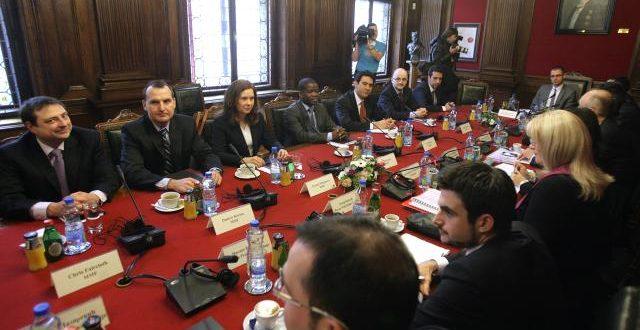 """Лешинари ММФ-а су данас и у Београду почели разговоре о """"текућим економским кретањима у земљи"""""""