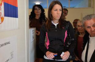 Српски режимски медији лажу! Излазност бирача на изборима је много већа него што они јављају!