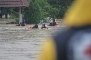 Погледајте акцију евакуације и спасавања коју изводе професионалци Црвеног крста Србије! (фото галерија)