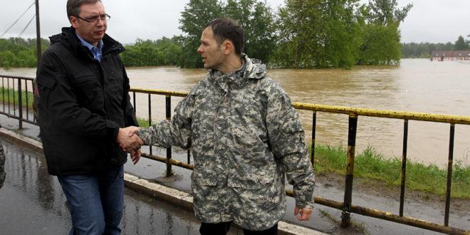 Истина о страдању у Обреновцу: Хоће ли поплаве однети и Вучићеву мафију?