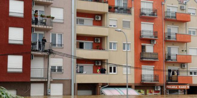 ХИТНО! Пуца стамбена зграда у Обреновцу, адреса је Вука Караџића 93А, помоћ је ХИТНО потребна!