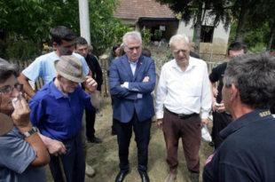 Шта ли ти печеш у Бајчетини? По Томи Србија има само два непријатеља, непогоде и тероризам?!