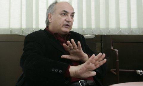 Дејан Раковић, професор електротехничког факултета већ годинама проучава измењена стања људске свести