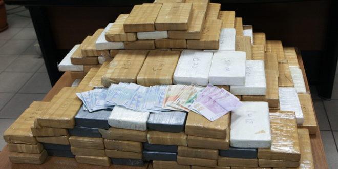 Гром 73: Полиција опет лови ситне нарко дилере. Него од кога и одакле они бре набављају ту силну дрогу? 1