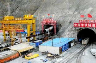 Кина изградила железнички тунел на висини од 3,6 км изнад нивоа мора