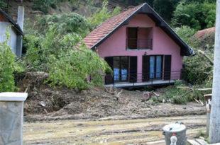 Шетња кроз Крупањ после поплава - улица Вука Караџића (видео) 6