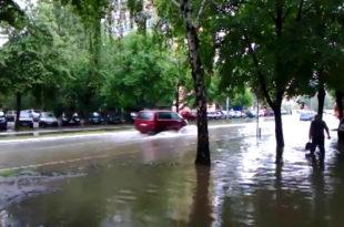 ПОТОП: Ниш засуо град величине ораха, улице се претвориле у реке (видео)