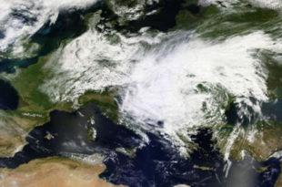 Наса објавила нови сателитски снимак: Олујни облак над Србијом још већи и гушћи!
