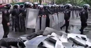 Одески Беркут побацао штитове на улицу и одбија да даље брани кијевску ЕУ-наци хунту! (видео) 3