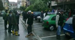 Шабац је и даље у ХАОСУ:  Бесни добровољци каменовали скупштину општине! 3