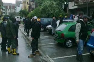 Шабац је и даље у ХАОСУ: Бесни добровољци каменовали скупштину општине!