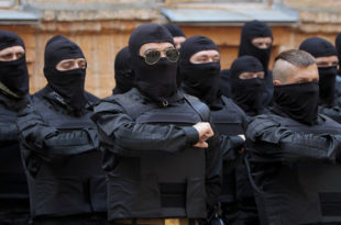 ДНР: Украјинске снаге бомбардују место на коме се срушио малезијски авион