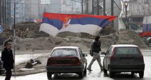 Уклањање барикаде на мосту у Косовској Митровици (видео) 2