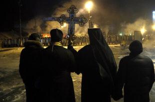 Украјински унијати, баптисти и сајентолози истерују руско православно свештенство