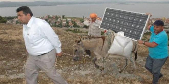 Соларни магарци за пуњење мобилних по селима (видео) 1