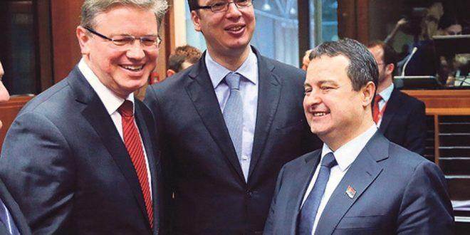 ЕУ са марионетом Вучићем сахрањује српског сељака