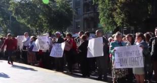 ПОКРАДЕНИ: Протест штедиша испред Националне банке Украјине у Кијеву (видео) 1