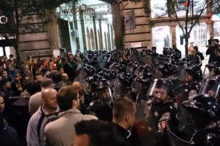 ХИТНО! Жестоки сукоби српских демонстраната и режимске полиције на Тргу Републике
