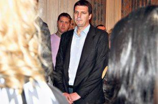 """ОСТАВКА: Министар полиције тврди да Вучићев брат Андреј није преваром ојадио буџет већ да је то урадио """"фалсификатор"""""""