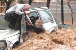 Погледајте катастрофалне поплаве у Атини чије су се улице претвориле у планинске реке! (видео)