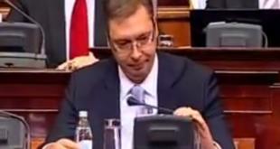 ГРОТЕСКНО: Улазак Александра Вучића у Скупштину (видео) 9