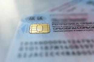 Воде вас у светлу будућност а да нису способни да обзбеде пластику за личне карте!