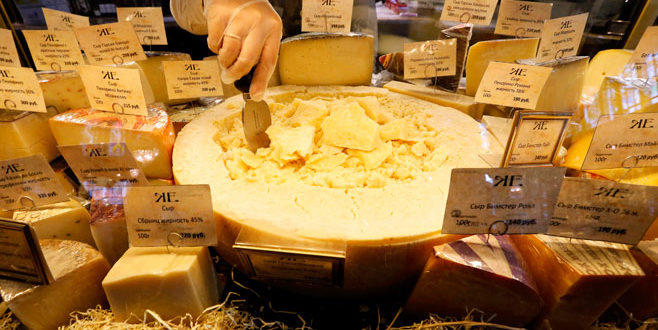 Швајцарска упетостручила извоз сира у Русију након ембарга, него нешто не чујемо ЕУ бизгове да им шаљу дипломатске ноте због тога 1