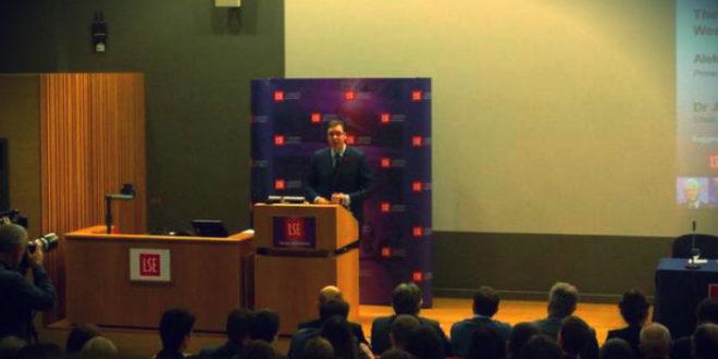 СКАНДАЛ: Вучићев говор у Лондону прекинуо човек коме је Вучић претио убиством! (видео) 1