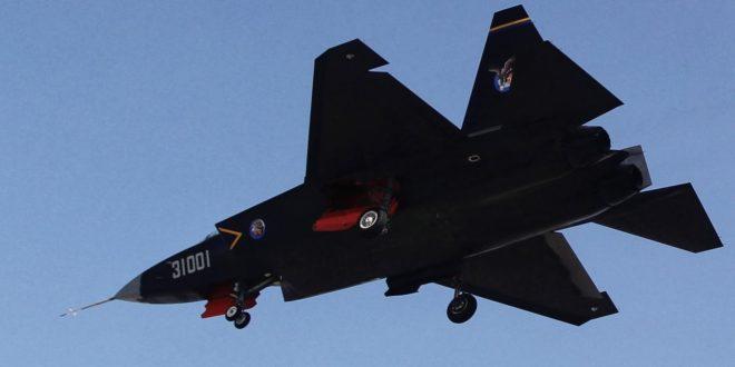 Кинези први пут показали публици свој борбени авион пете генерације