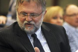 Шарлатан Вујовић је сигуран да Србија излази из кризе баш као што је својевремено био сигуран да Украјина излази из кризе