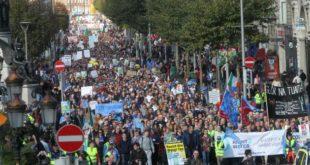 Стотине хиљада Ираца на улицама због рачуна за воду!  7