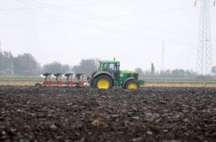 Сељаци добили да плате 45.000 динара по хектару земље!? (видео) 10