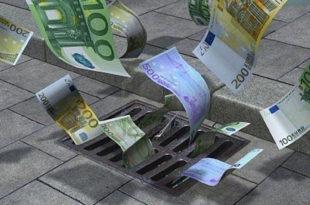 Влада Србије плаћа страним фирмама да униште домаће