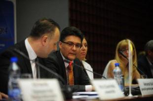 Послушајте како је млади Србин родољуб РАЗВАЛИО Високог представника ЕУ постављајући му питања! (аудио)