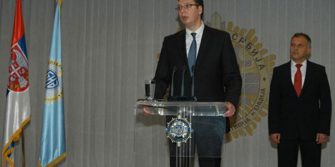 """Вучић оптужио """"криминалце из БИА"""" које ће све похапсити да су сместили његовом брату фантомску фирму"""