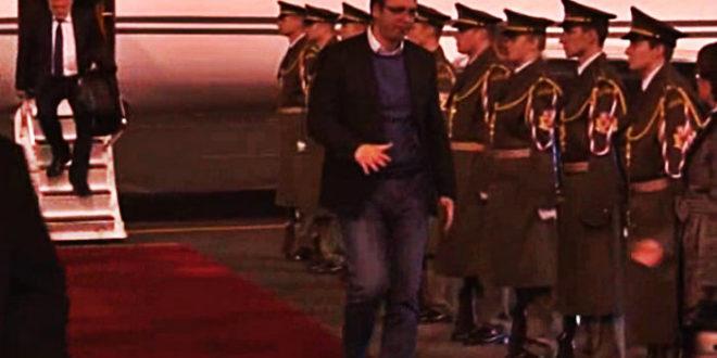 ЂИЛКОШ: У државну посету и пред почасни строј Чешке Вучић дошао у фармеркама 1