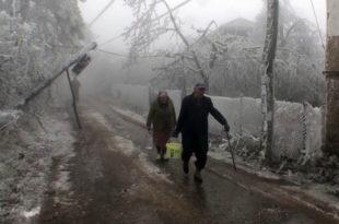 Драма у Књажевцу: Снег од синоћ не стаје, блокирани приступи далеководима, 18 села и даље без струје!