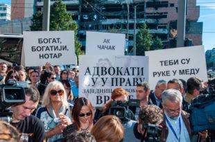 ПРОТЕСТ: Адвокати испред Уставног суда најавили окупљања сваког радног дана
