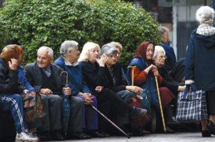 КАТАСТРОФА: Вучићеве уштеде на пензионерима иду на давање субвенција странцима!