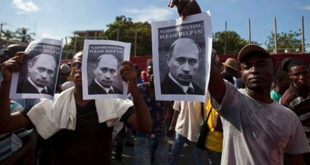 Демонстранти на Хаитију траже помоћ од Владимира Путина 8