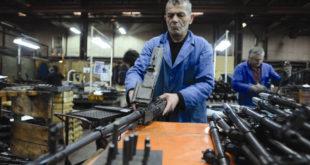 """Радници """"Застава оружја"""" бесни: У банци схватили да од 10.000 РСД нема ништа"""