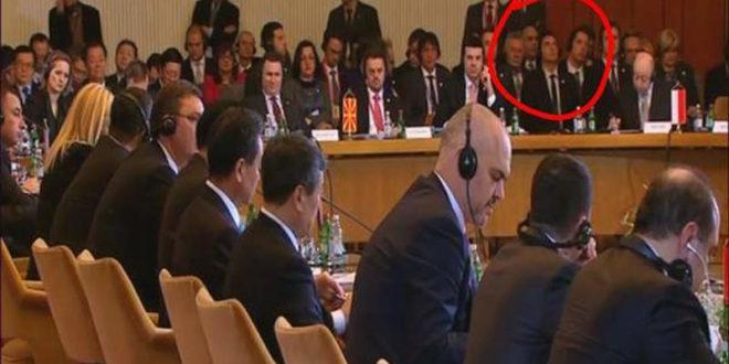 Има ли кога у земљи Србији да се позабави здрављем министра Александра Вулина? 1